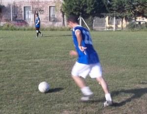 Piersantolini y toda su velocidad, reflejadas en su mano izquierda